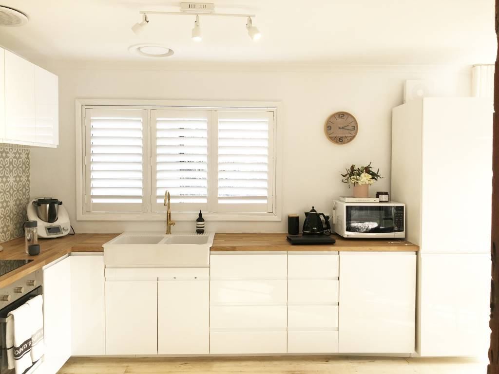 beach house kitchen, wooden bench, thermomix, pretty kitchen, white kitchen,