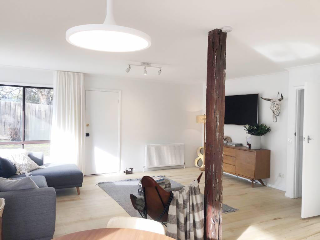 beach house, holiday home, auction, white room,